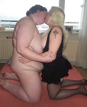 Lesbian MILF Humping Porn Pictures