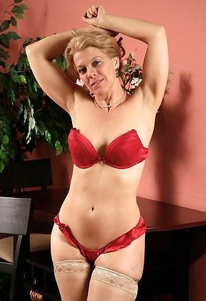 Erotic MILF Porn Pictures
