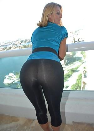MILF Yoga Pants Porn Pictures