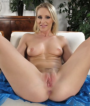 Spread milf free photo precisely does