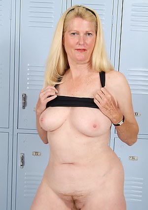 MILF Locker Room Porn Pictures
