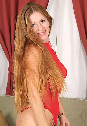 Redhead MILF Porn Pictures