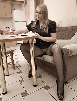 Pantyhose MILF Porn Pictures