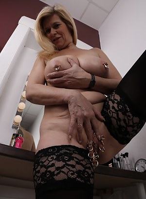 MILF Bizarre Porn Pictures