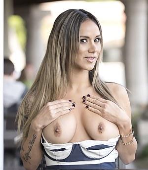 MILF Flashing Porn Pictures